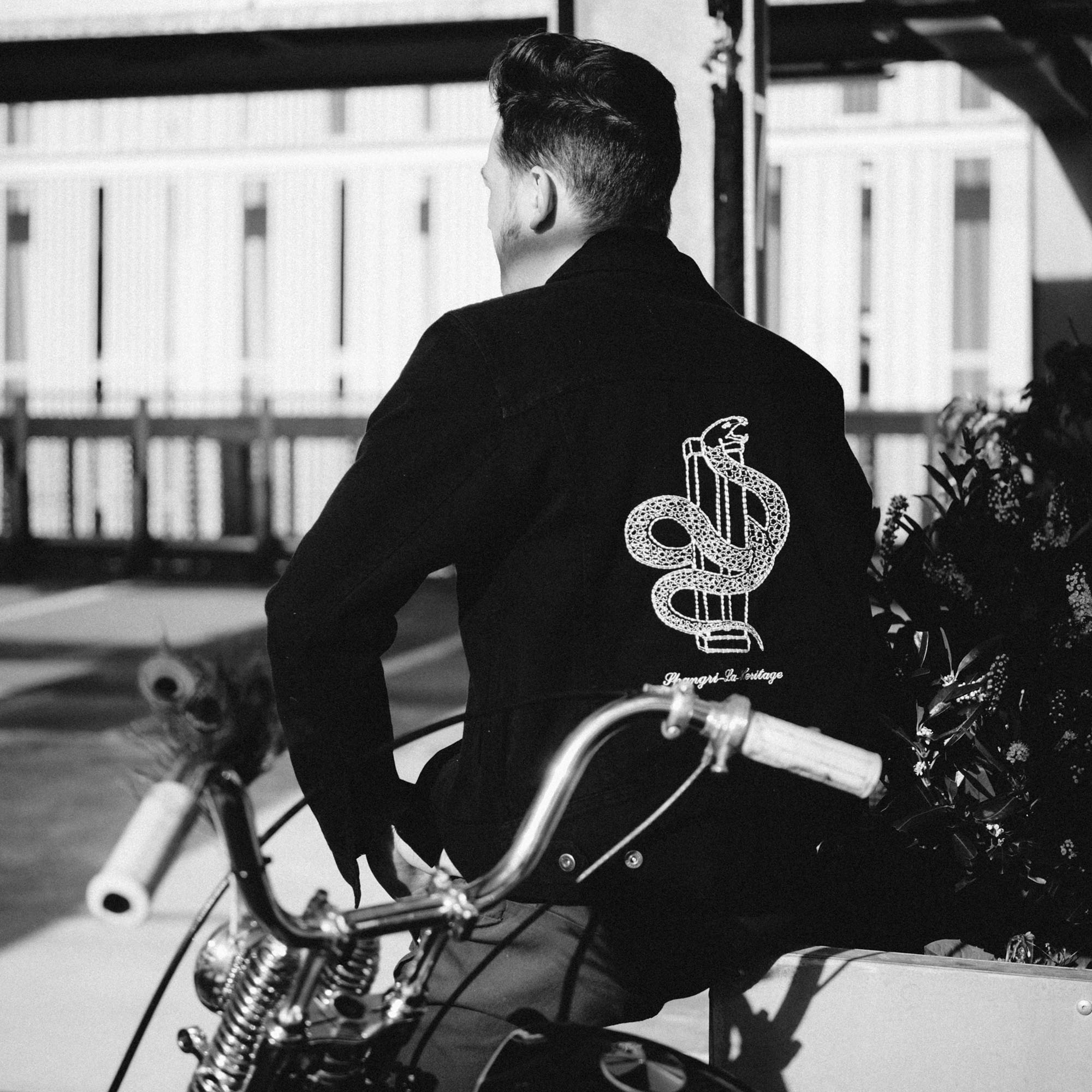 shangri-la-heritage-new-single-rider-sapientia-black-canvas-jacket-lifestyle-4