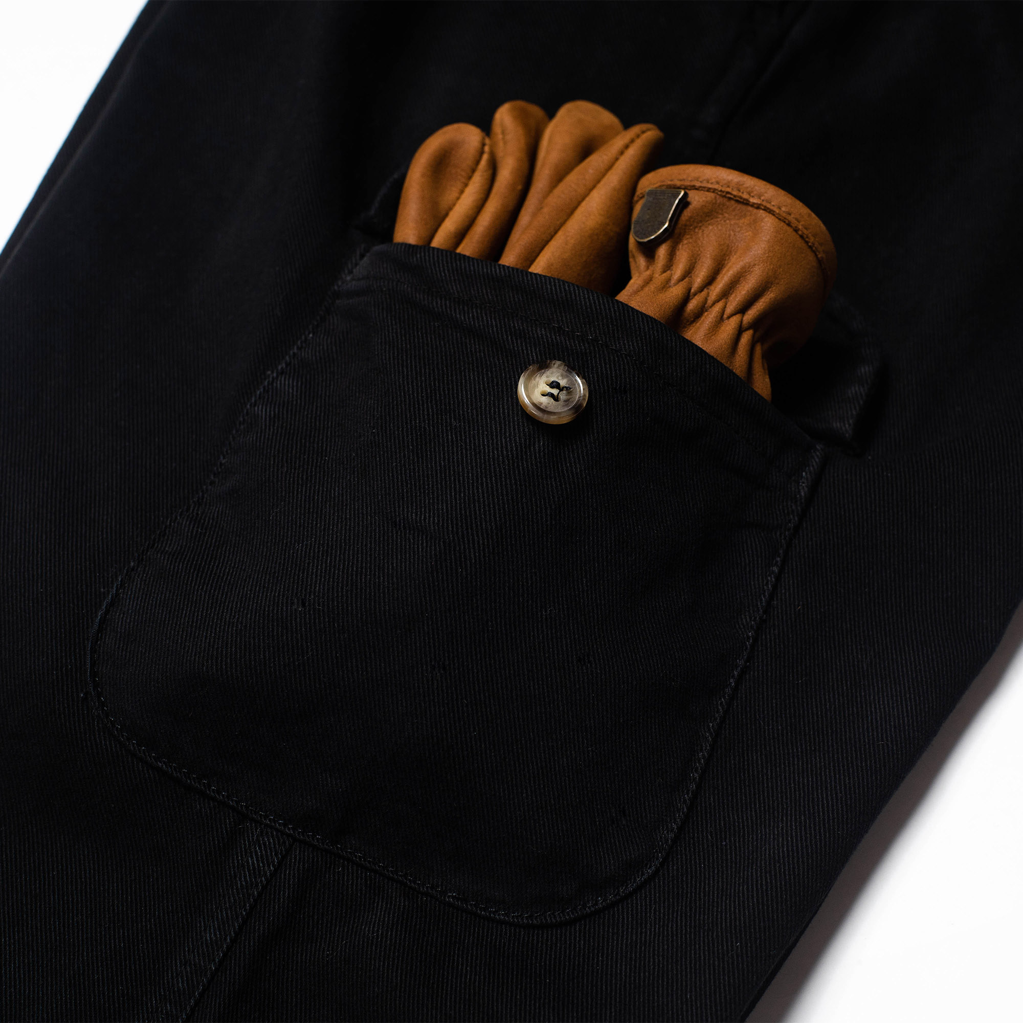 shangri-la-heritage-explorator-black-cotton-twill-pants-still-life-cargo-pocket-gloves
