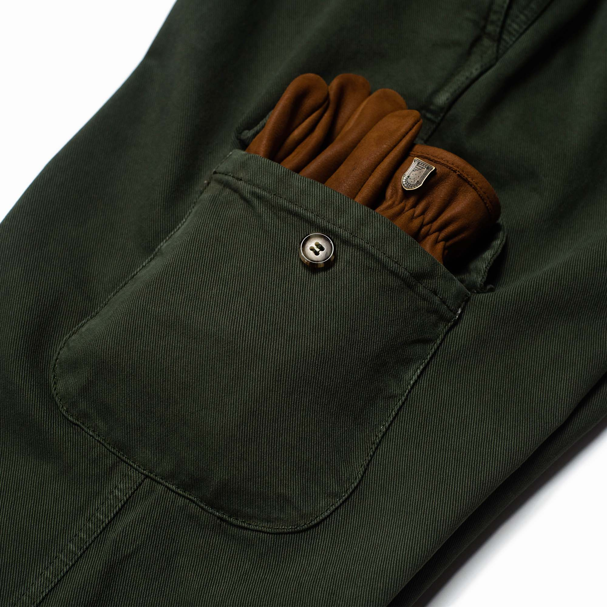 shangri-la-heritage-explorator-olive-cotton-twill-pants-still-life-cargo-pocket-gloves