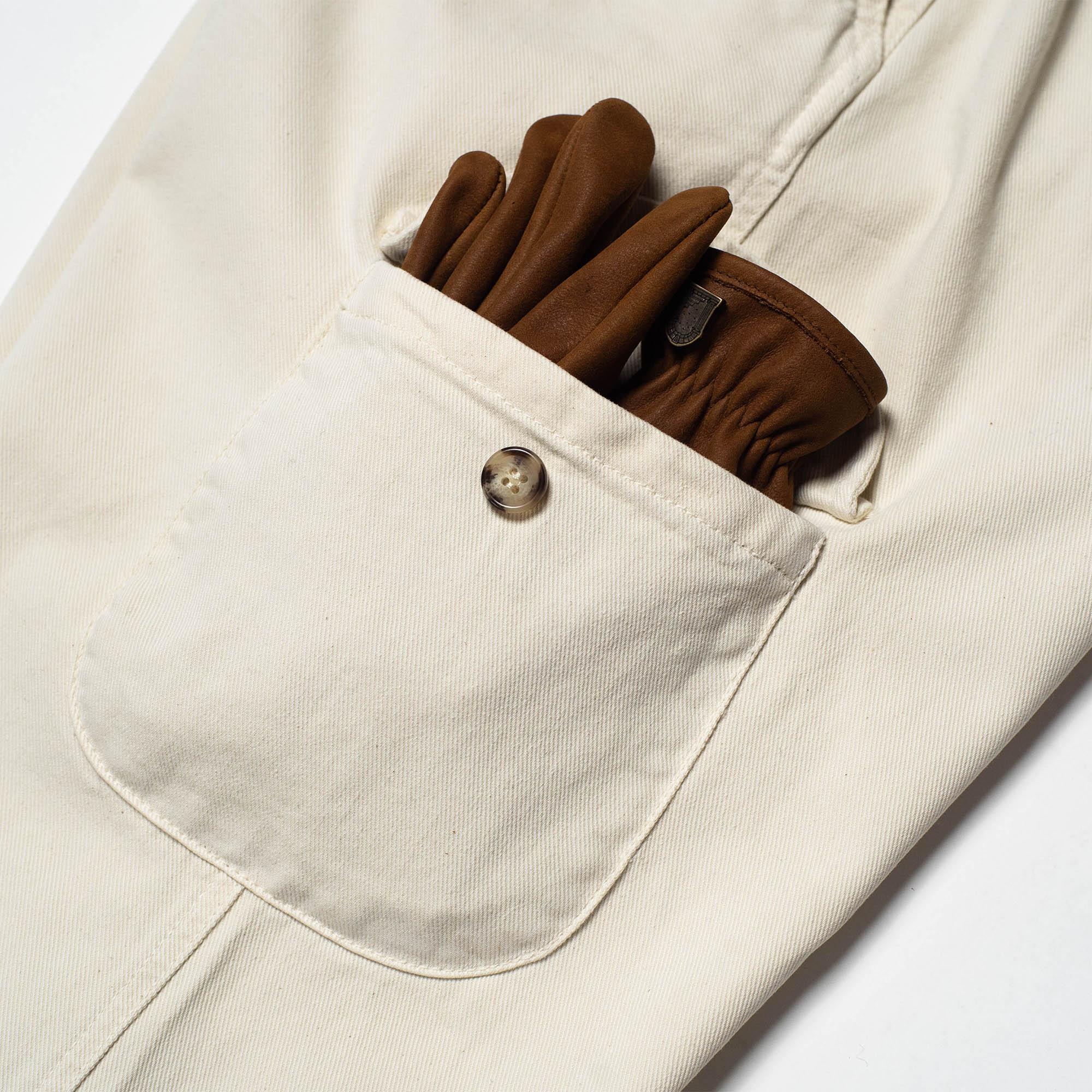 shangri-la-heritage-explorator-white-cotton-twill-pants-still-life-cargo-pocket-gloves