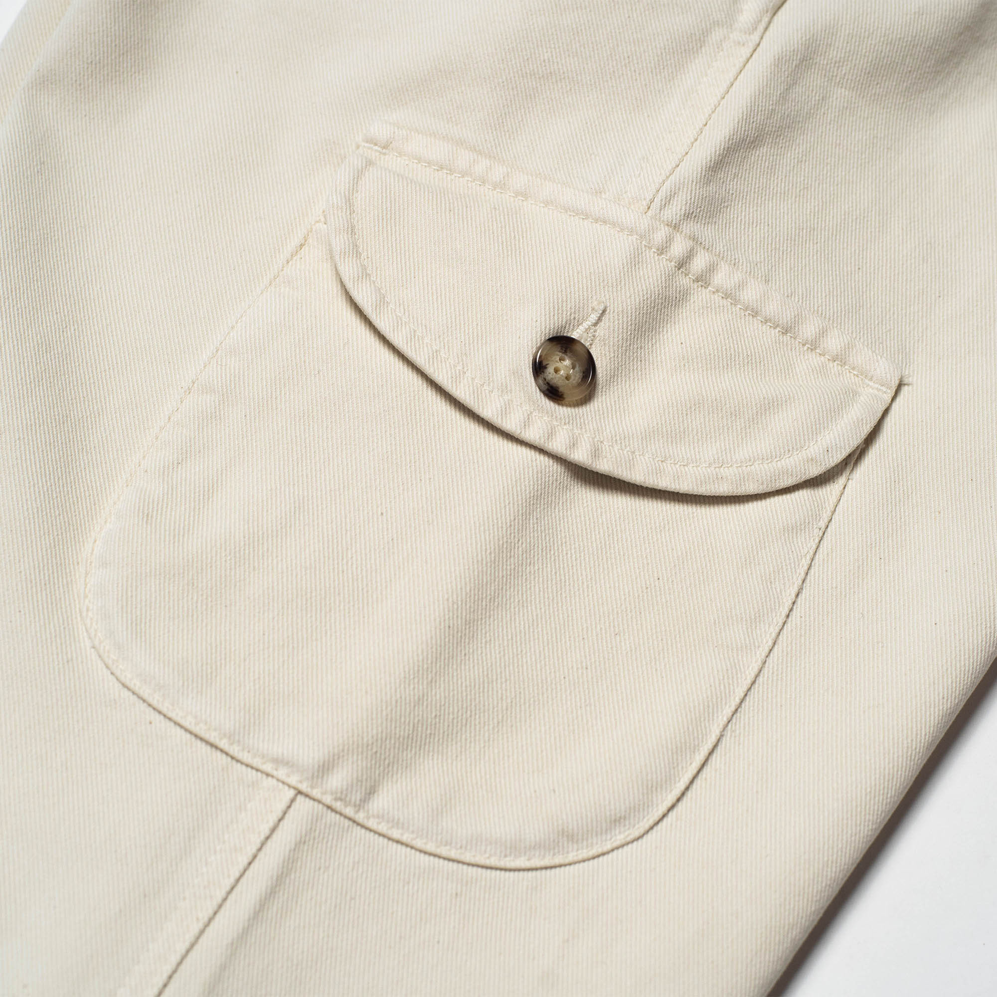 shangri-la-heritage-explorator-white-cotton-twill-pants-still-life-cargo-pocket