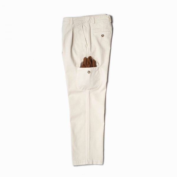 shangri-la-heritage-explorator-white-cotton-twill-pants-still-life-side-gloves