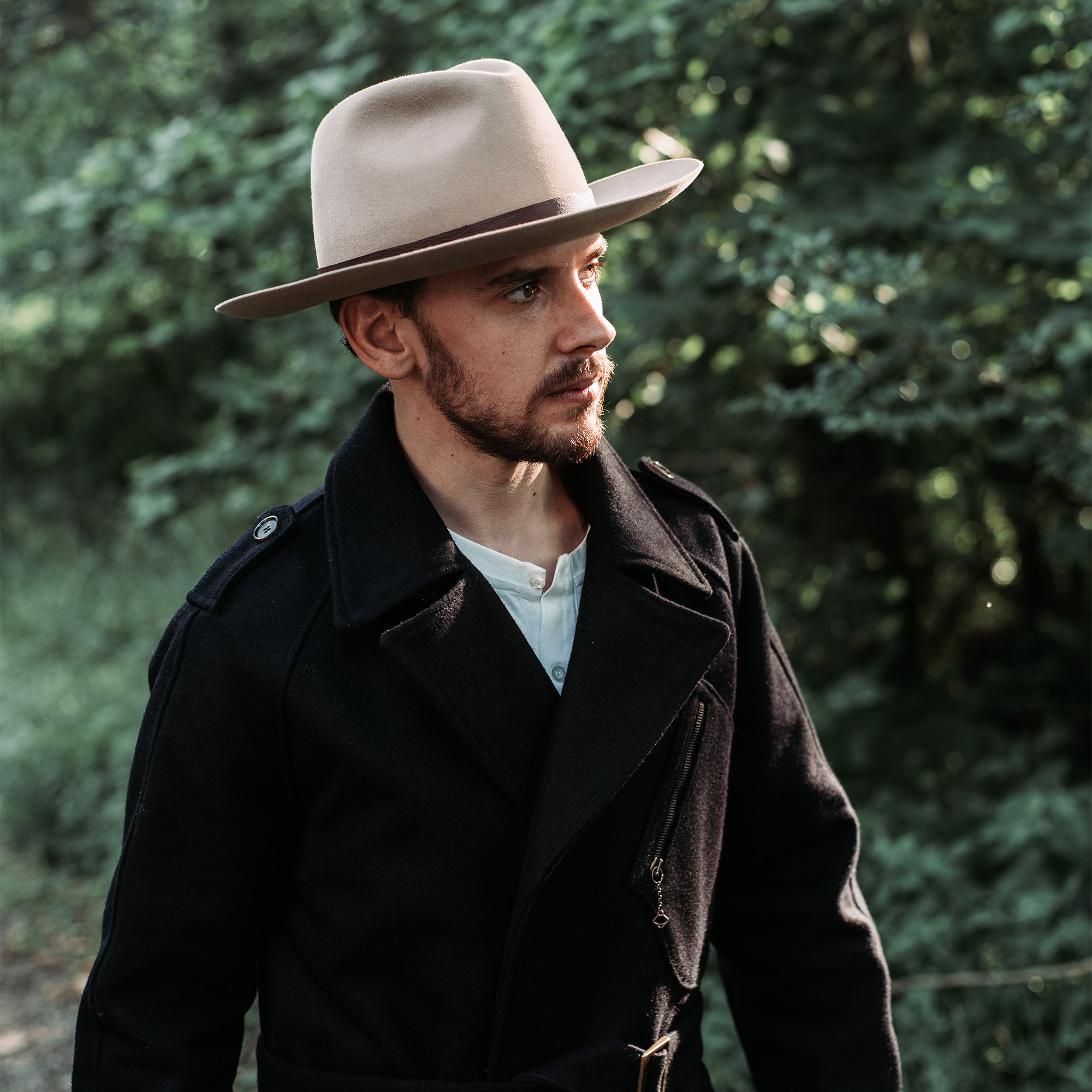 shangri-la-heritage-stelvio-navy-blue-melton-wool-dispatch-rider-coat-furia-western-hat-lifestyle-4