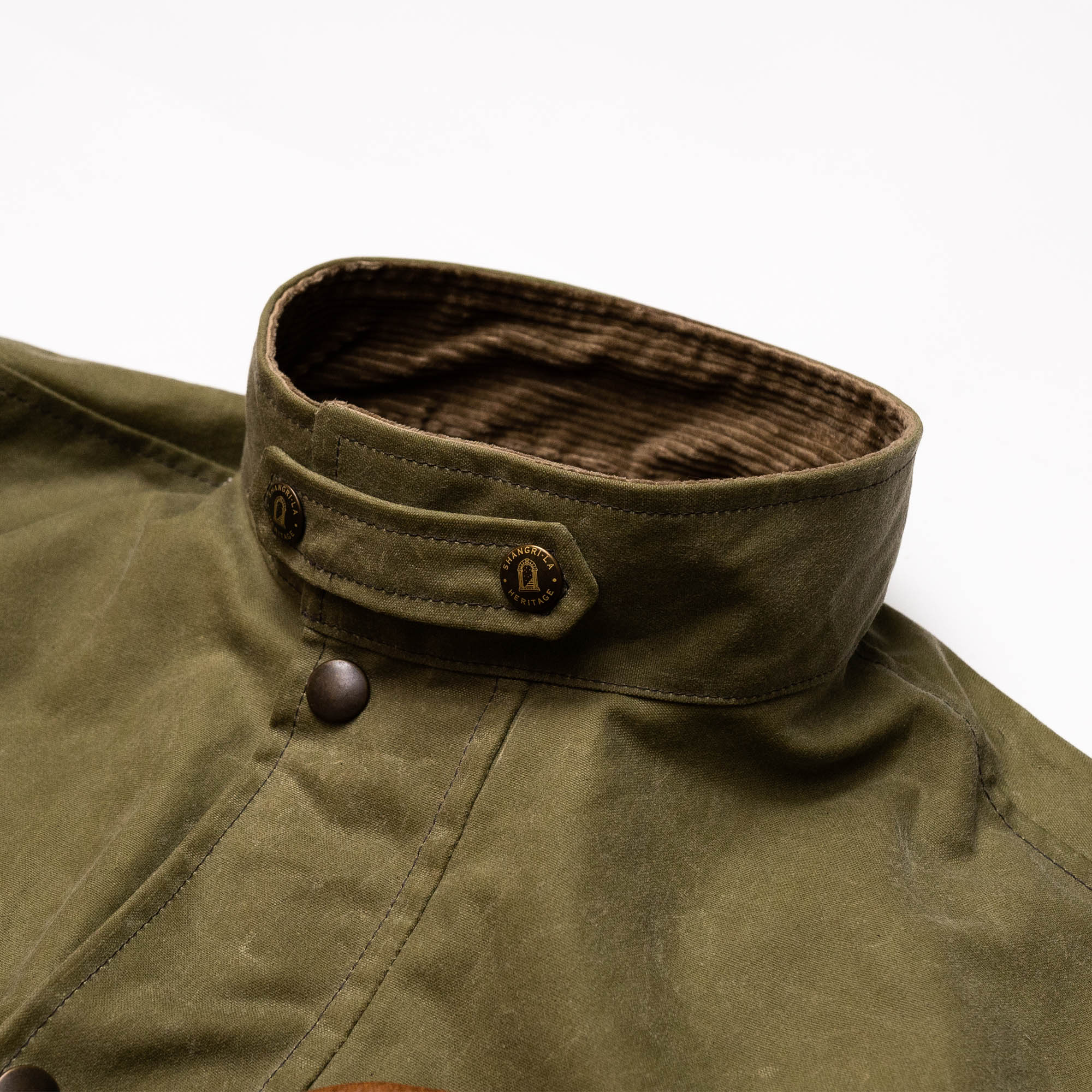 shangri-la-heritage-explorator-waxed-canvas-jacket-still-life-front-collar-closed